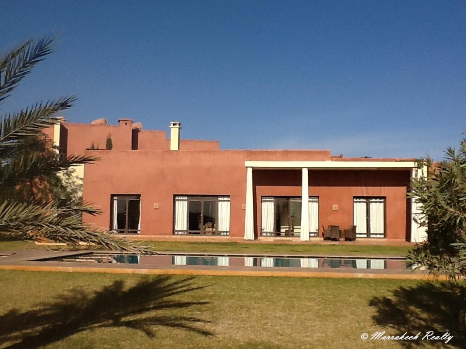 Tr s belle villa moderne dans r sidence marrakech realty for Villa tres moderne