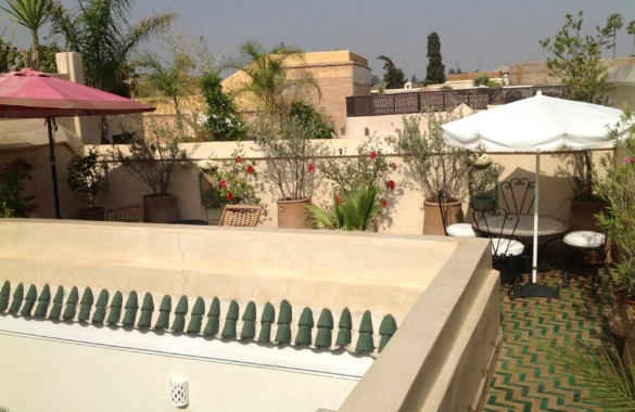 Renovated 4 bedroom Riad with pool on the roof-terrace