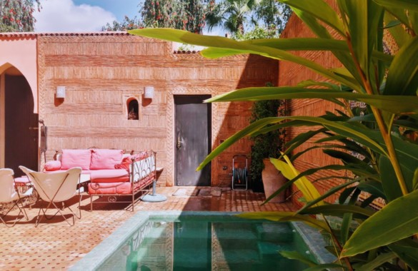 Beautiful green setting for this villa-riad