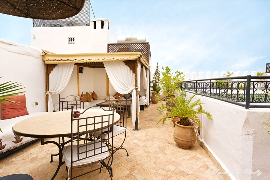 6 bedroom Riad with swimming-pool on the roof-top and direct car access