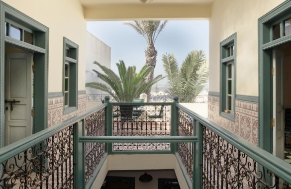 At the bottom of the ramparts, Riad atypical sea view, with pond and garden
