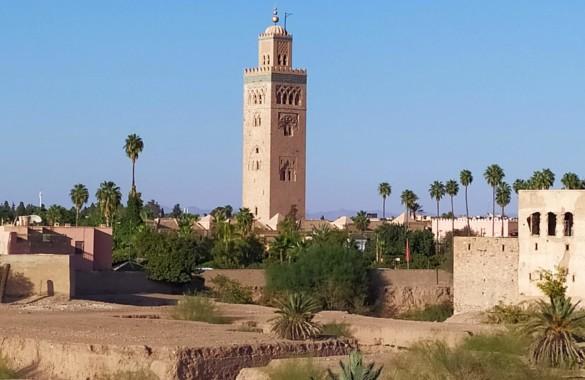 Riad reconstruit avec vue superbe et bassin sur la terrasse