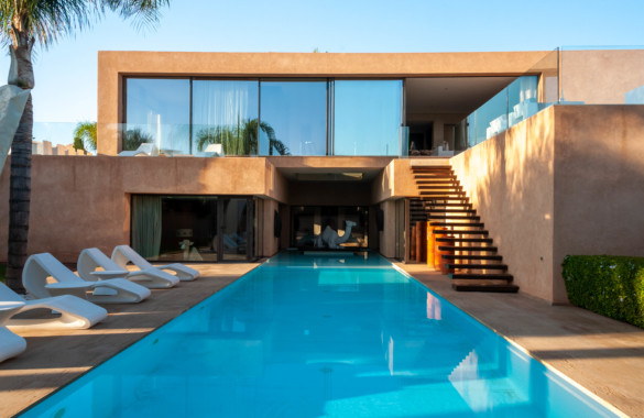 Contemporary 4 bedroom villa for sale located on a golf course