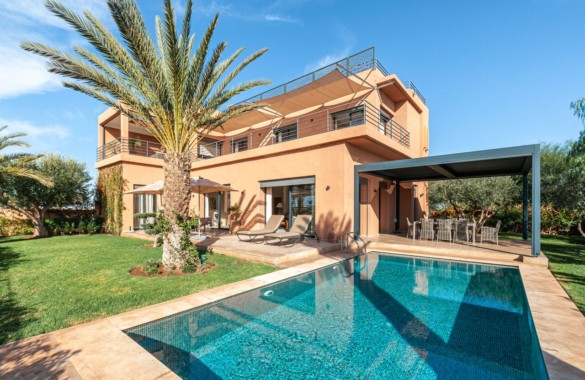 Belle villa de 4 chambres avec vue panoramique sur le golf & l'Atlas