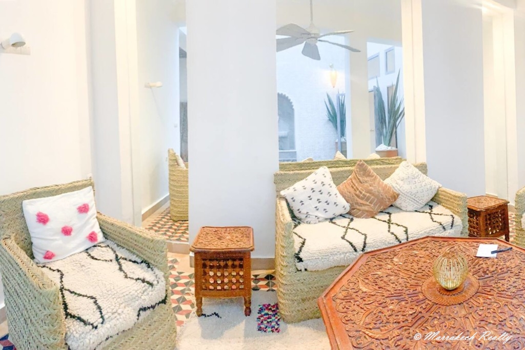 Lovely funky 4 bedroom Riad with prime location