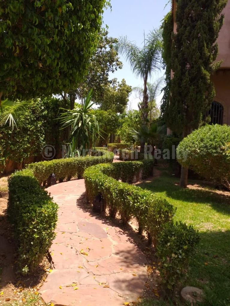 A louer, magnifique villa de 4 chambres a deux pas du centre ville