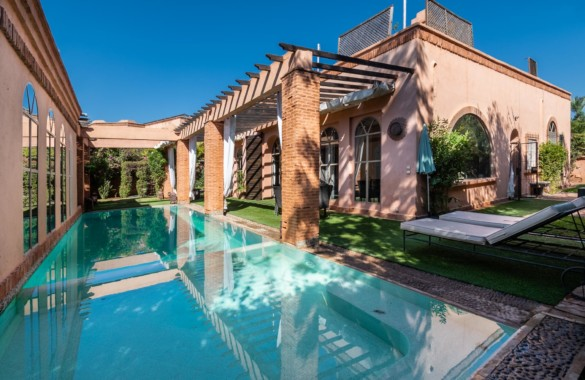 Beautiful villa of 380 sqm for sale in a secure golf domain