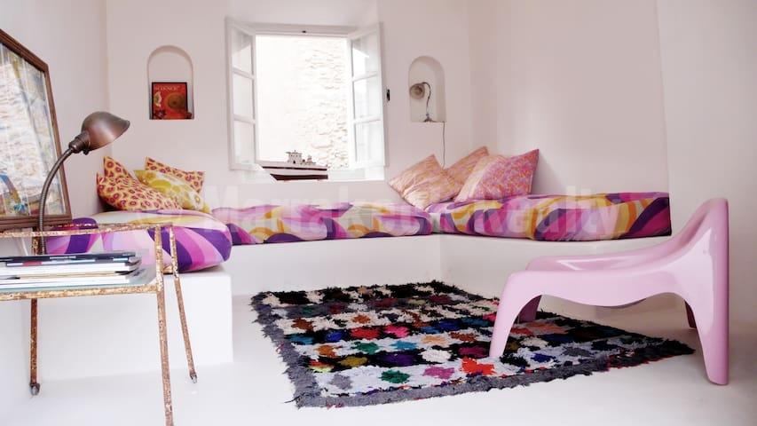 Petit Riad coloré de 3 chambres à vendre en Medina d'Essaouira