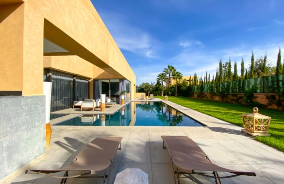 This contemporary 4 bedroom luxury villa just hit the market