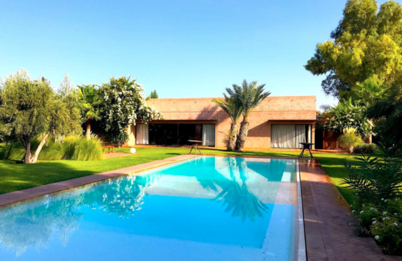 Contemporary property for sale located close to prestigious golf courses