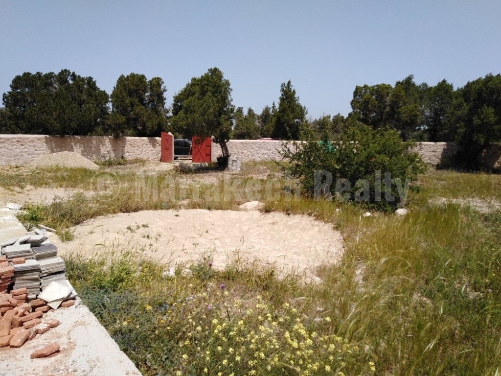 Land with a house to complete for sale 3 km from the beach