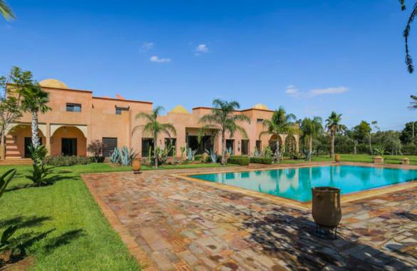 Luxueuse villa de 8 chambres proche de Marrakech: idéale pour projet touristique