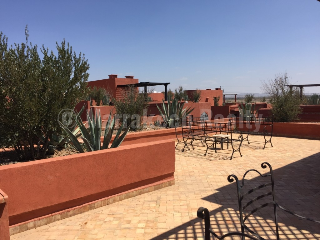 Attractive 2 bedroom apartment for sale in a gated residence