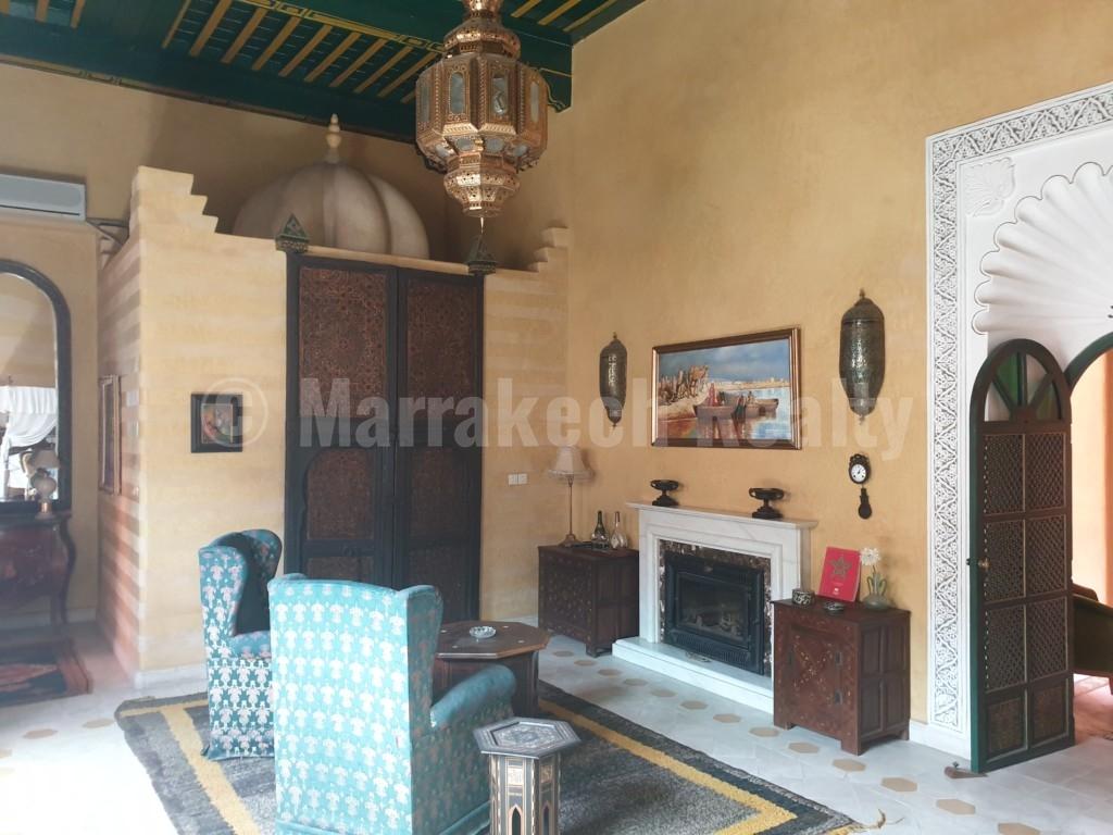 Opulent Riad traditionnel idéalement situé cherche acquéreur: superbe potentiel!