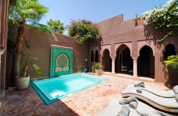 Elegant 3 bedroom villa with private pool just up for sale