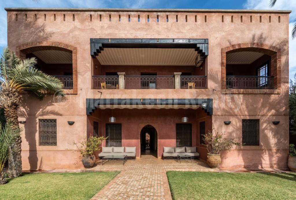 Villa de 4 chambres à vendre dans une oliveraie à proximité de Marrakech
