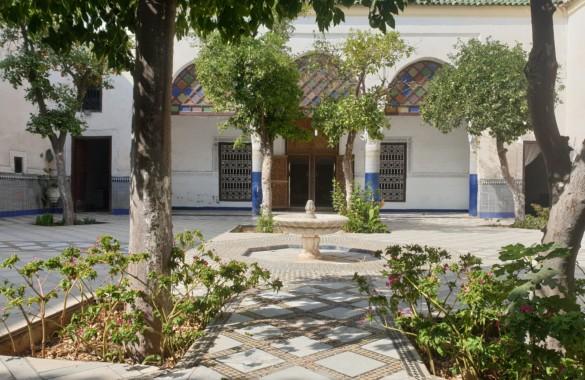 Superbe emplacement pour cet exceptionnel vaste Riad-jardin à rénover