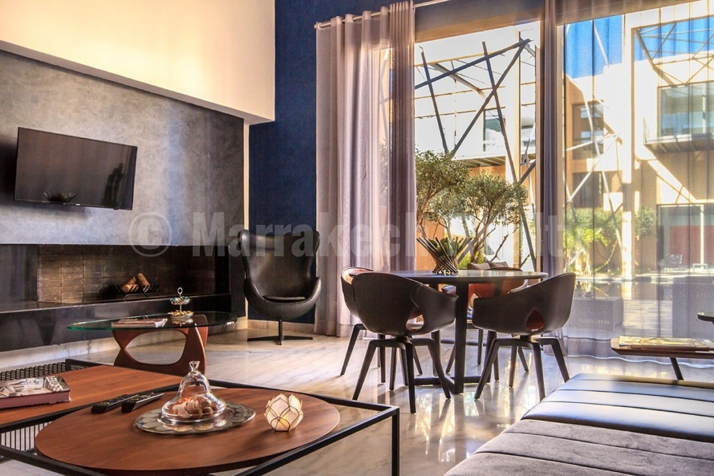 Modern 2 bedroom lotf in an exclusive gated community: just listed