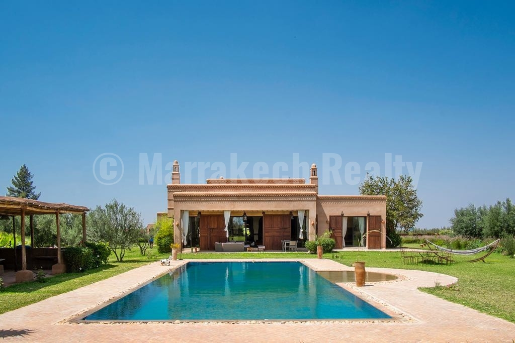 Standout 5 bedroom villa on 1 hectare close to Marrakech just listed