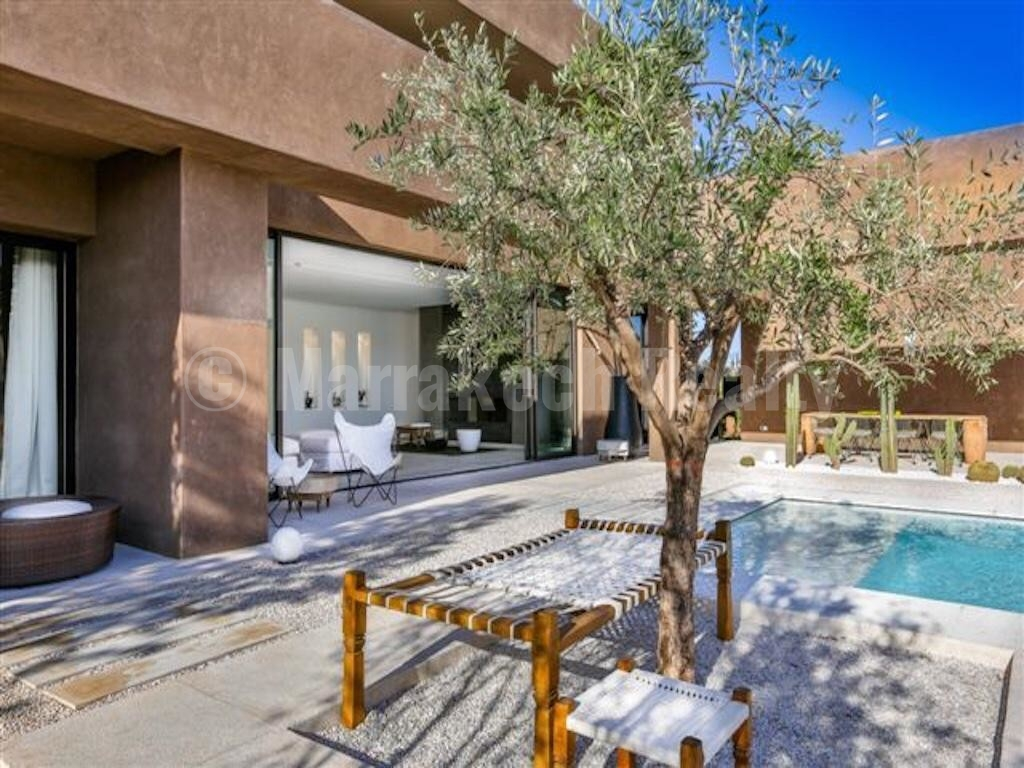 Standout deal for this 5 bedroom contemporary villa close to Marrakech