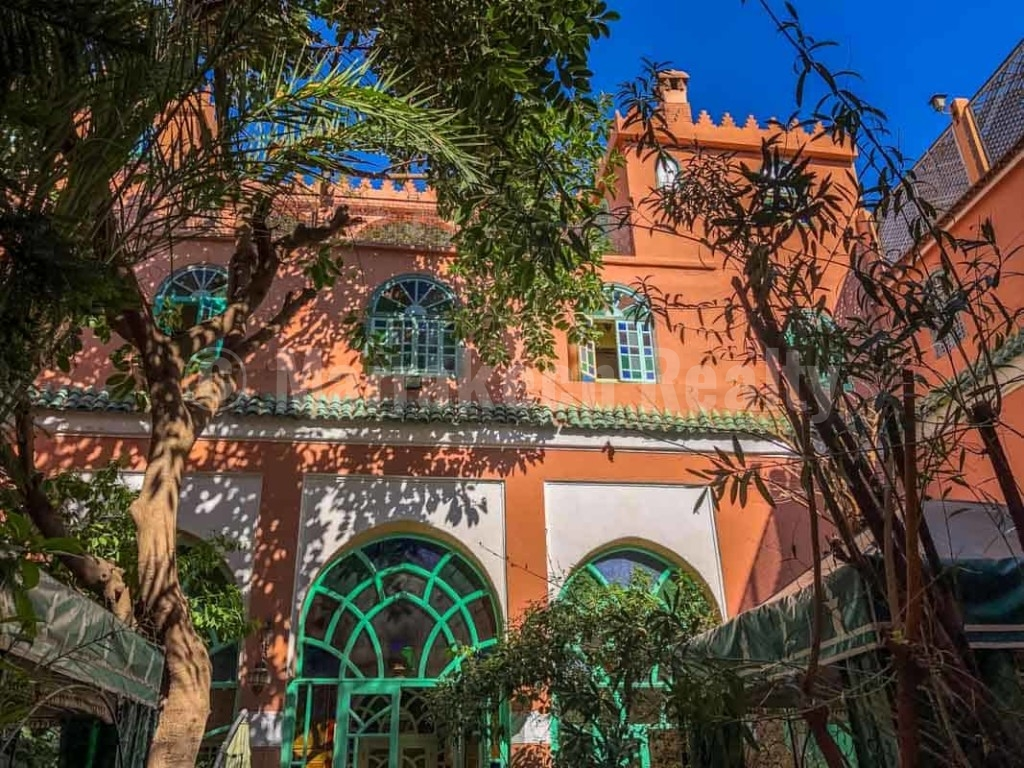 Large 20 bedroom landmark Riad with prime location priced to sell