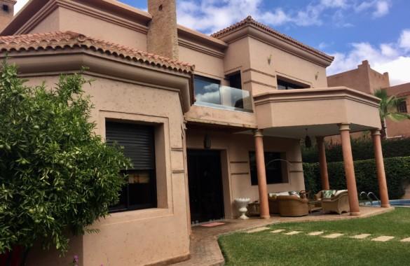 Luxueuse villa à vendre dans un domaine golfique prestigieux