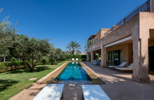 Just listed: luxury 5 bedroom villa on the a prestigious golf course