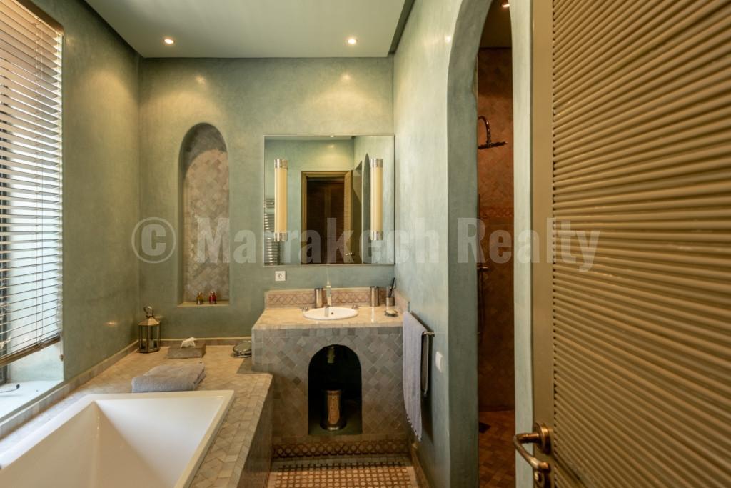 Luxueuse villa de 5 chambres à vendre en première ligne d'un golf renommé