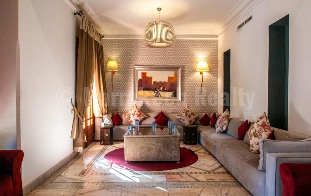 Villa traditionnelle de 4 chambres à vendre en Palmeraie