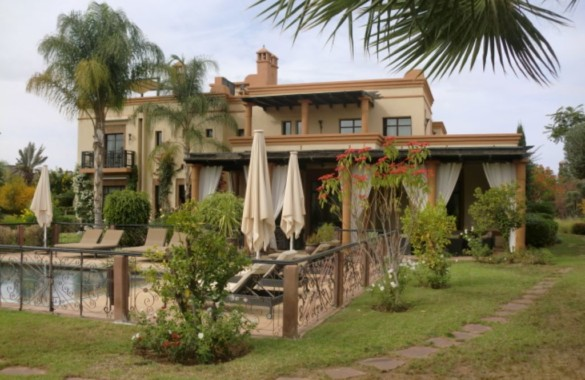 Long term rental: this standout villa in a golf domain