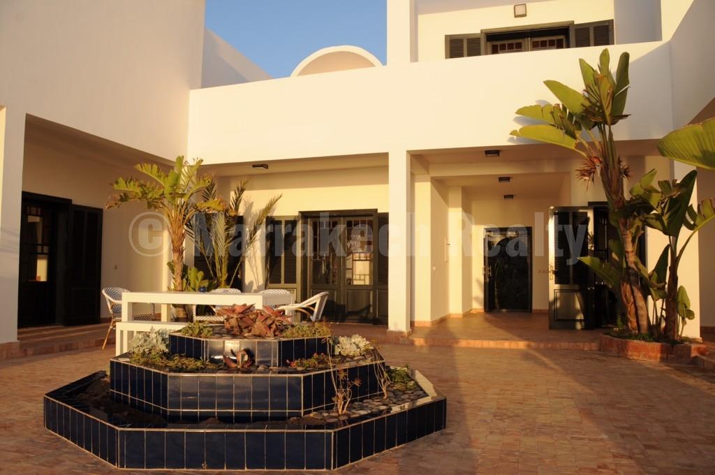 Exceptionnelle villa moderniste de 5 chambres les pieds dans l'eau