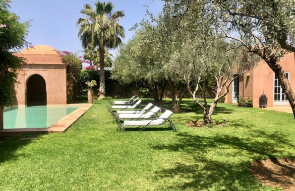 Charming 3 bedroom villa with private pool in a secure domain