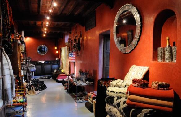 Charmante boutique en étage avec terrasse idéalement située